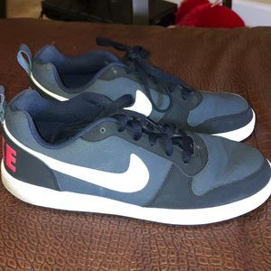 Nike men shoes in good condition!